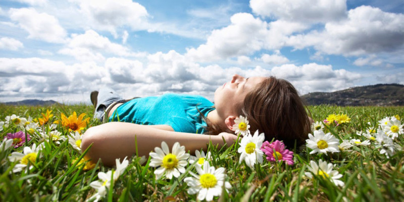 girl-resting-meadow-1024x682-800x400